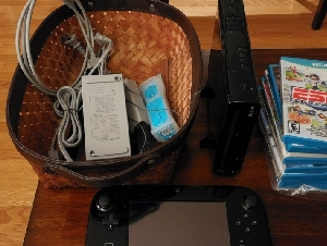 Wii U deluxe console with remote control  ➕ free games